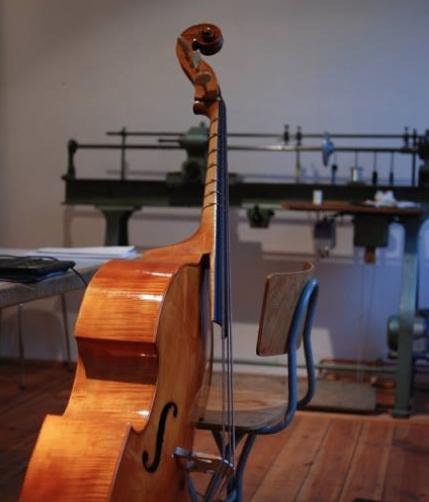 Pure Corde, Instrument von Valentin Oelmüller mit Darmsaiten, Gut Strings Gamba